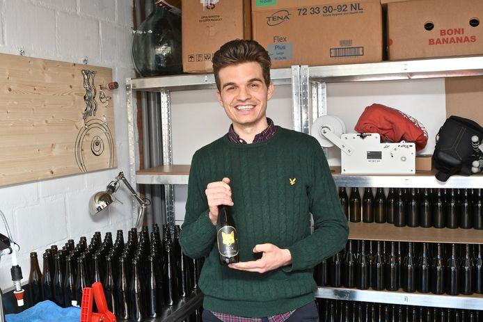 Fox Appel Cider (33 centiliter) kost 2,80 per flesje of 2,50 euro bij een afname van twaalf flessen.