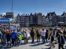 Amsterdam slaat toeristen zwaarder aan