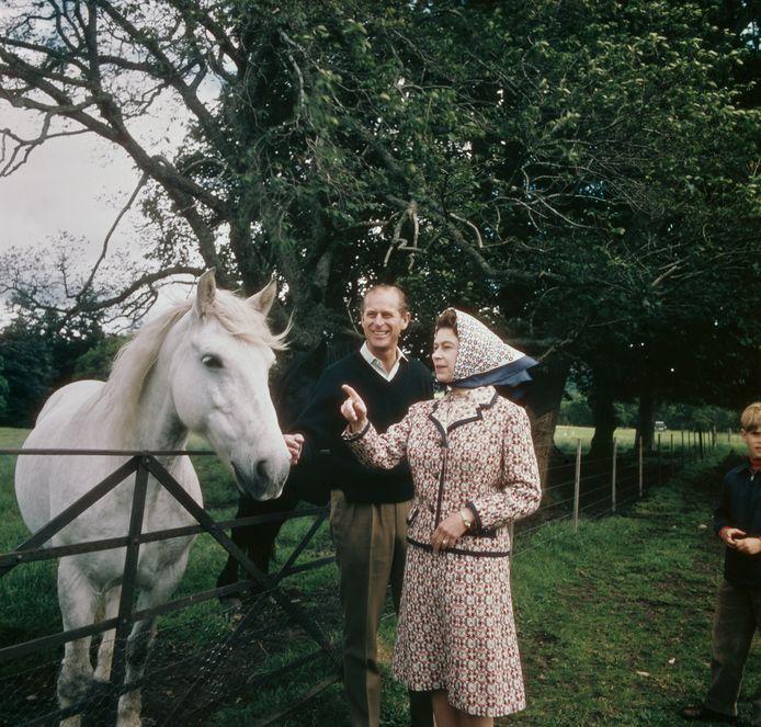 Queen Elizabeth en prins Philip vieren hun zilveren jubileum op het Balmoral-landgoed in Schotland. September 1972.