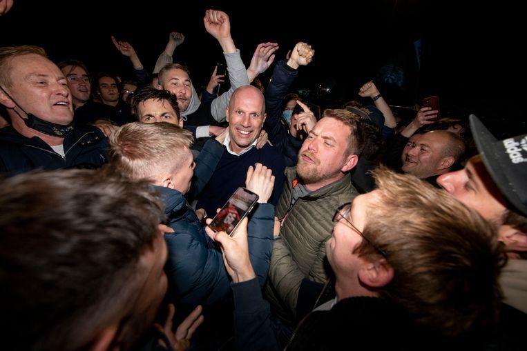 Een feestje bouwen tussen de fans? Moet kunnen, vonden ze bij Club Brugge. Beeld Florian Van Eenoo Photo News