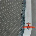 Sensatie! De Red Bull Air Race bracht in 2008 vliegensvlugge gevleugelde snelheidsduivels naar Rotterdam. En uiteraard leverde dat, mét de Erasmusbrug, spectaculaire beelden op.