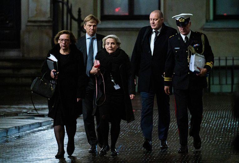 Ank Bijleveld, minister van Defensie op weg naar het debat in de Tweede Kamer over het bericht dat de premier geïnformeerd zou zijn over de 70 burgerdoden in Irak.  Beeld Freek van den Bergh