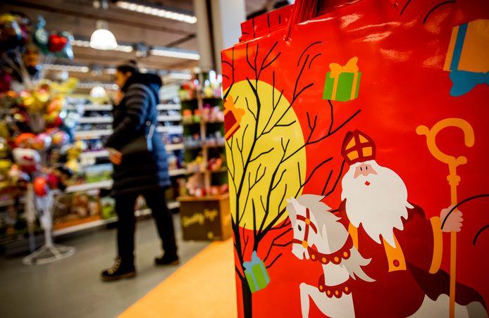 Niet iedereen heeft geld om Sinterklaasinkopen te doen. De Waalrese Maartje Sinot is daarom een actie gestart.