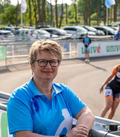 Yvonne uit Kampen vecht tegen de tranen wanneer Wilhelmus voor haar dochter Bianca klinkt