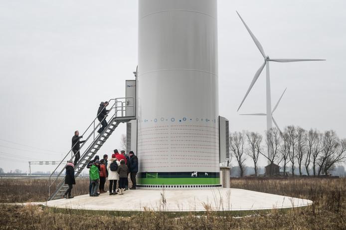 Een rondleiding bij Windmolenpark Nijmegen - Betuwe aan de A15.