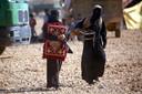 Aan IS gelinkte vrouwen in het Ain Issa-kamp.