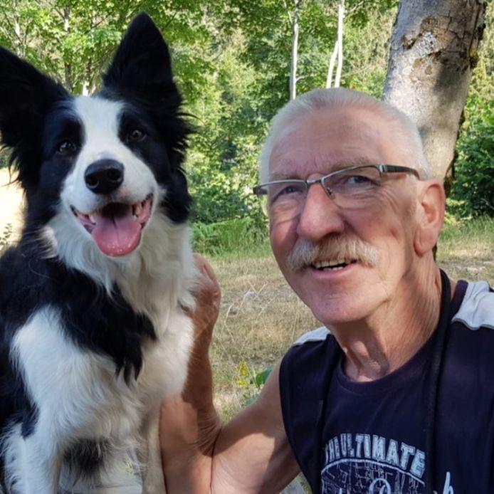Jacques Stavenuiter met zijn hond Banjer.
