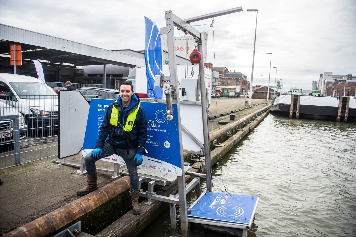 Thomas de Groote van River Cleanup bij de River Skimmer.