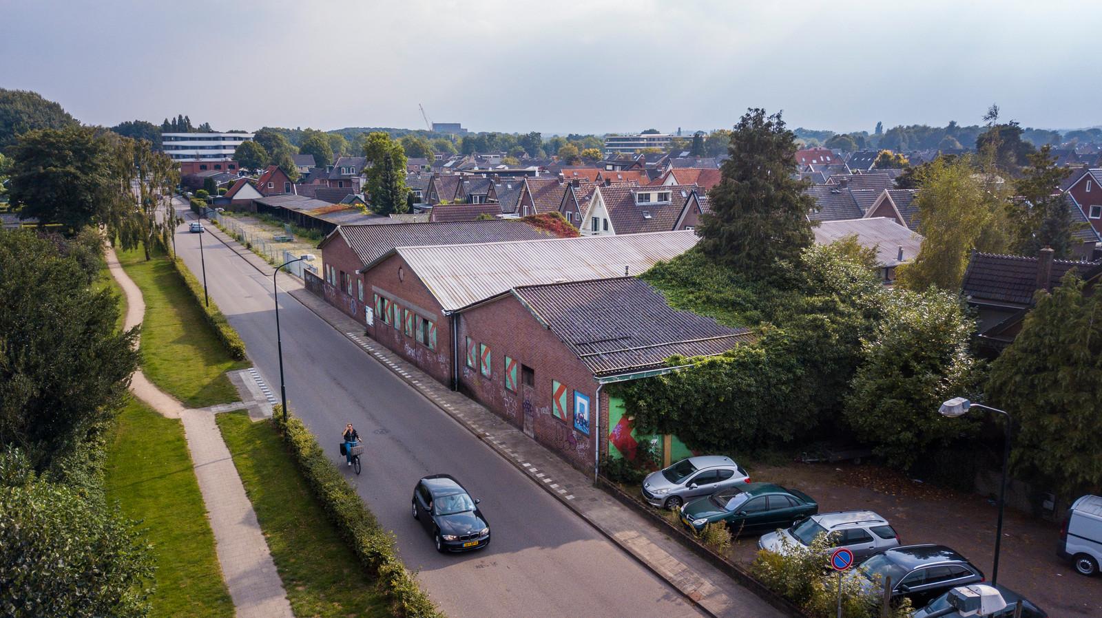 Hoe de voormalige Karwei-bouwmarkt in Apeldoorn-West erbij ligt is de gemeente een doorn in het oog. Maar de bouw van een supermarkt hier toestaan, waarmee B en W dat willen oplossen, dat gaat de gemeenteraad veel te ver.