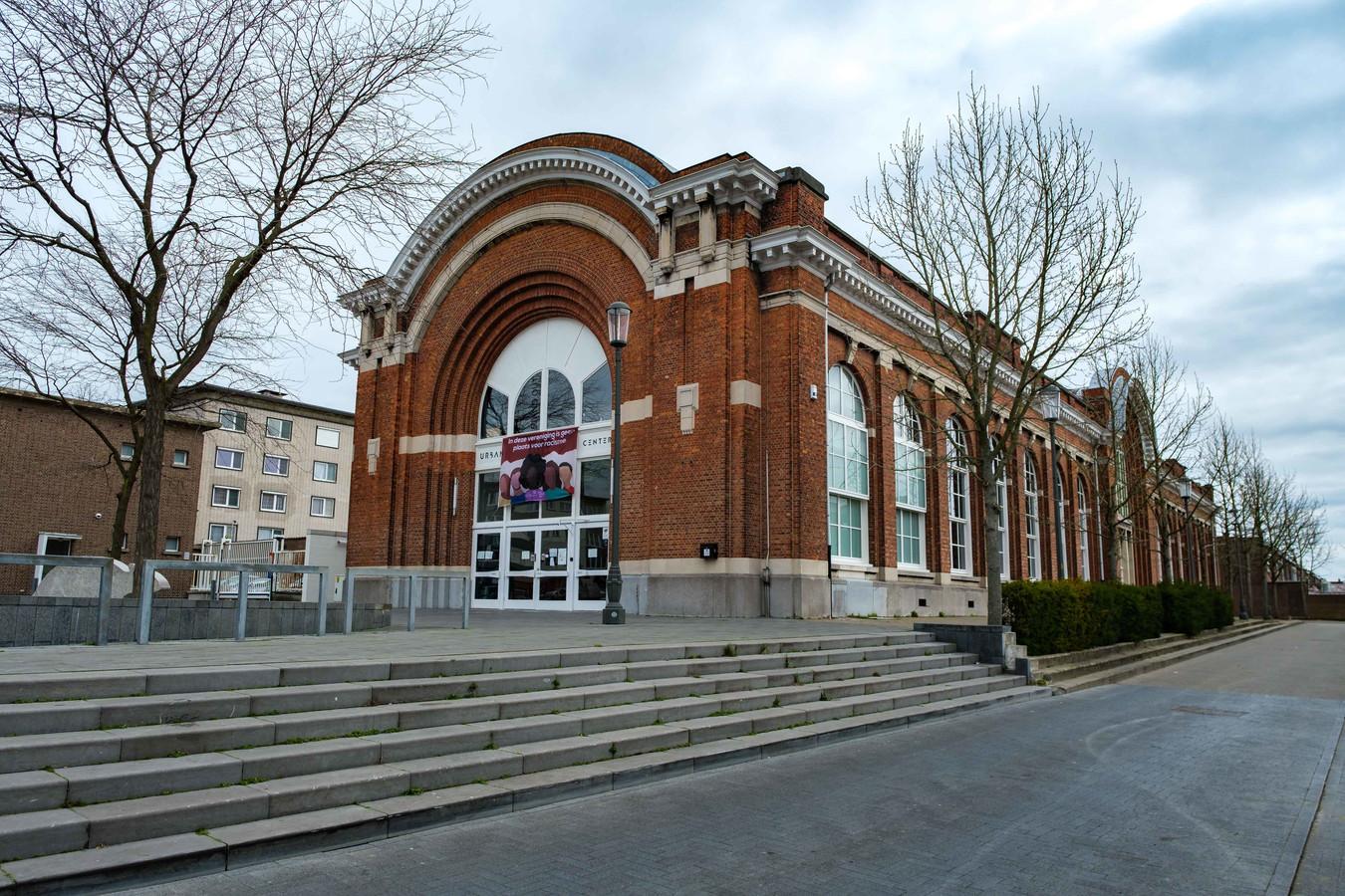 Het Urban Center aan de Sint-Bernardsesteenweg 113 in Antwerpen.