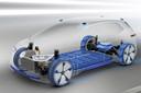 De accu's zitten onder de vloer, de motor tussen de achterwielen.