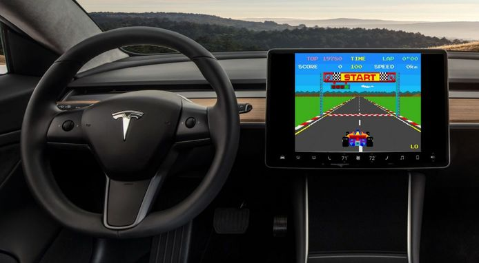 Atari-game in een Tesla.