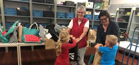 149 kinderen verrast met zomer-pret-pakket bij voedselbanken in Drunen, Waalwijk en Kaatsheuvel