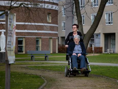 Laarbeek vergoedt niet, Jet zamelt zelf geld in om duofiets te kopen voor gehandicapte partner