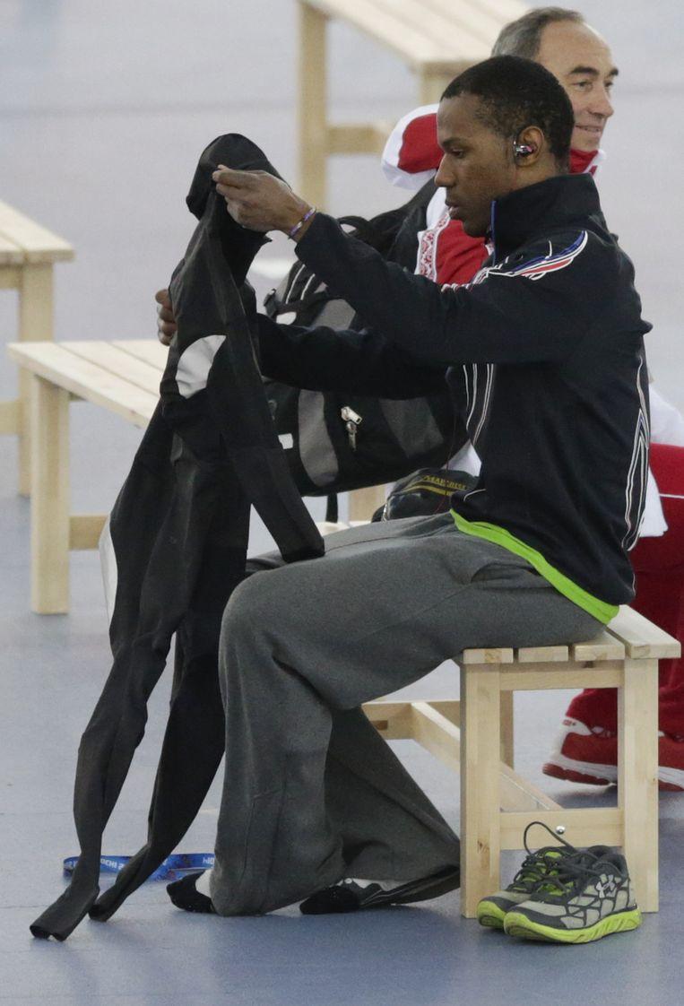 Shani Davis met zijn pak. Beeld AP