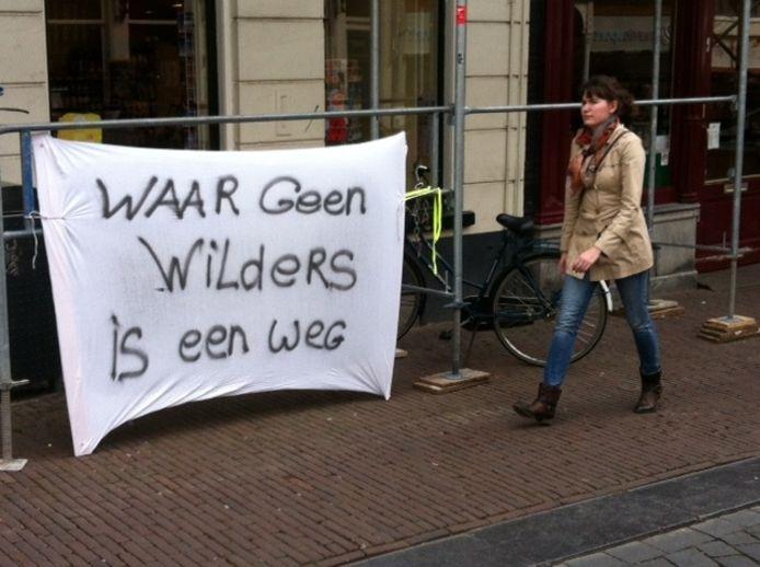Een anti-Wildersspandoek in de binnenstad van Nijmegen. Foto: DG