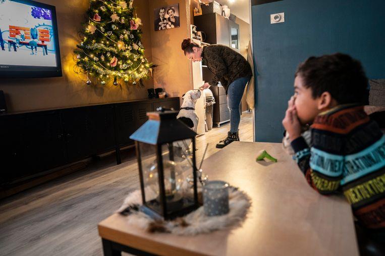 Esmeralda Bos en haar zoontje gingen naar de Apenheul dankzij Lutje Geluk. Beeld Reyer Boxem