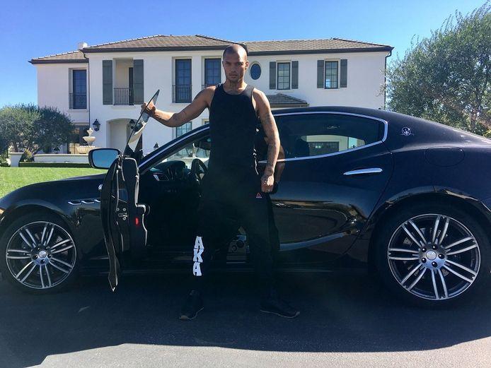 Jeremy Meeks voor zijn eerlijk verdiende villa en Maserati.