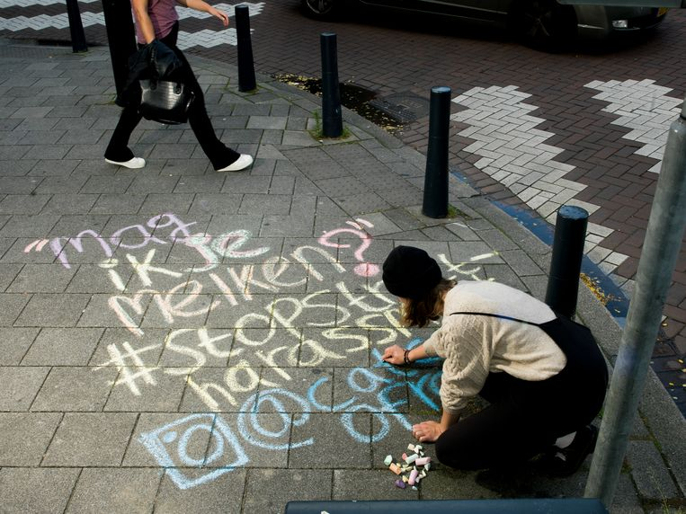 Op de hoek van de Hartmanstraat en de Witte de Withstraat: 'Mag ik je melken?' Beeld Eva Roefs