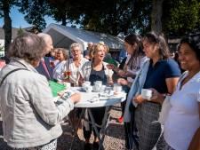 Drukte bij opening parochiecentrum in Elst: 'We willen vooral dat het centrum iets voor jonge gezinnen gaat betekenen'
