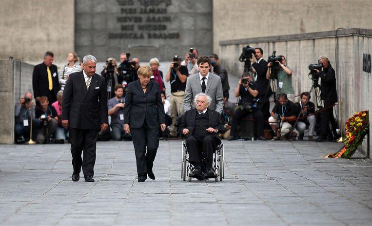 Merkel bezoekt het concentratiekamp in Dachau. Beeld GETTY