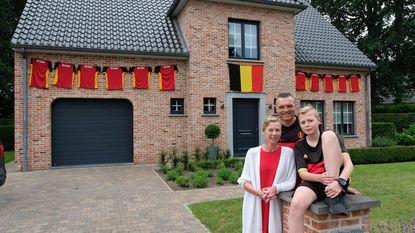 Familie Schelkens hangt 'ideale elf' aan voorgevel