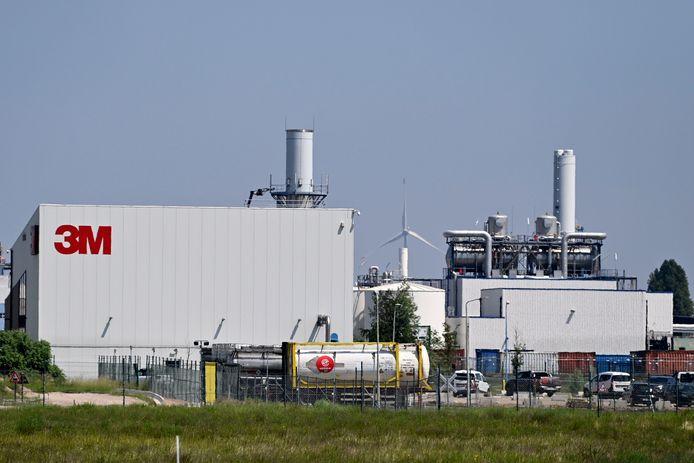 Ovam beschikt over een rapport van een bodemonderzoek uit 2006, dat gewag maakt van tien ton PFOS in de grond en het grondwater op de 3M-site in Zwijndrecht.
