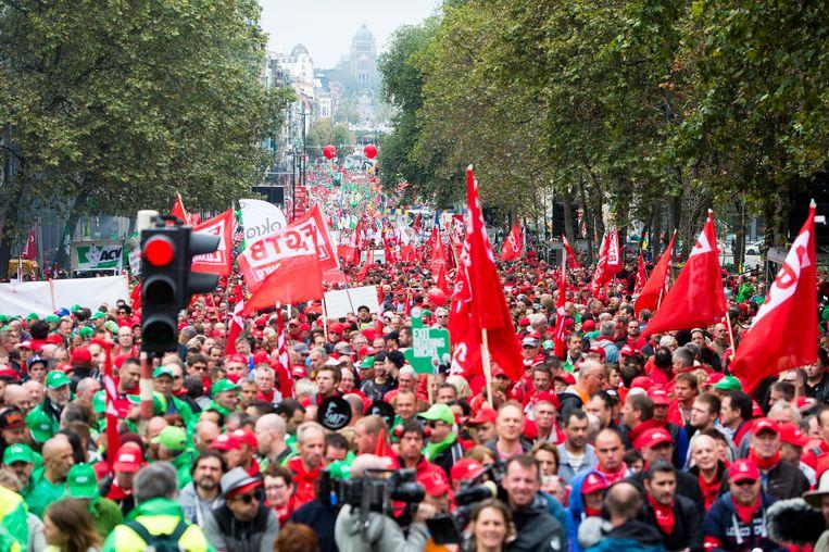 Archiefbeeld: betoging van het gemeenschappelijk vakbondsfront in september 2016, naar aanleiding van twee jaar regering-Michel. Beeld BELGA