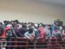 Une rambarde s'effondre sous le poids de la foule dans une université bolivienne