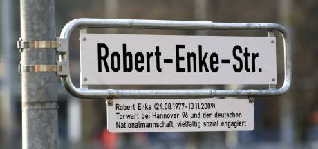 Oranje slaat de straat van Robert Enke in