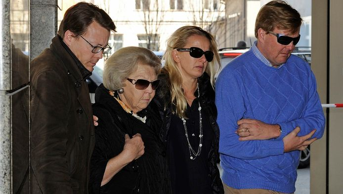 Koningin Beatrix met Mabel, Willem-Alexander en Constantijn in februari 2012