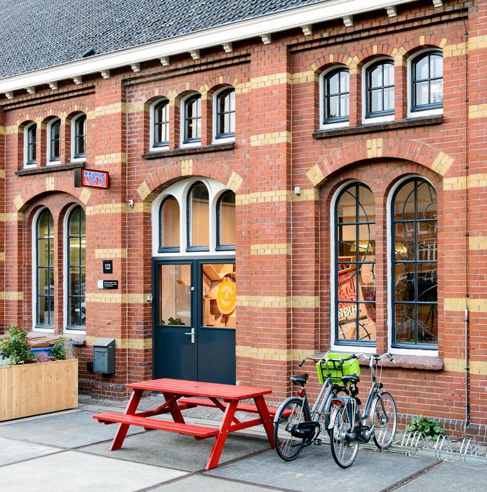 De winkel zit naast het kantoor van Tonys Chocolonely.