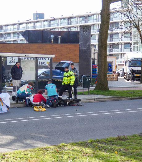 Scooterrijder gewond geraakt tijdens botsing met auto in Veenendaal