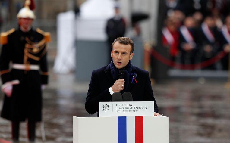 Frans president Emmanuel Macron houdt een toespraak tijdens de ceremonie. Beeld AP