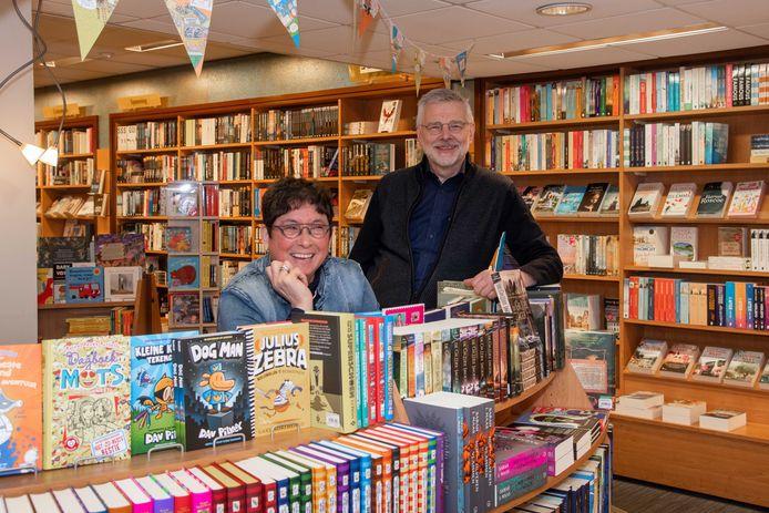 Boekhandel Osinga in Nunspeet bestaat 100 jaar. Het familiebedrijf is een begrip in Nunspeet.