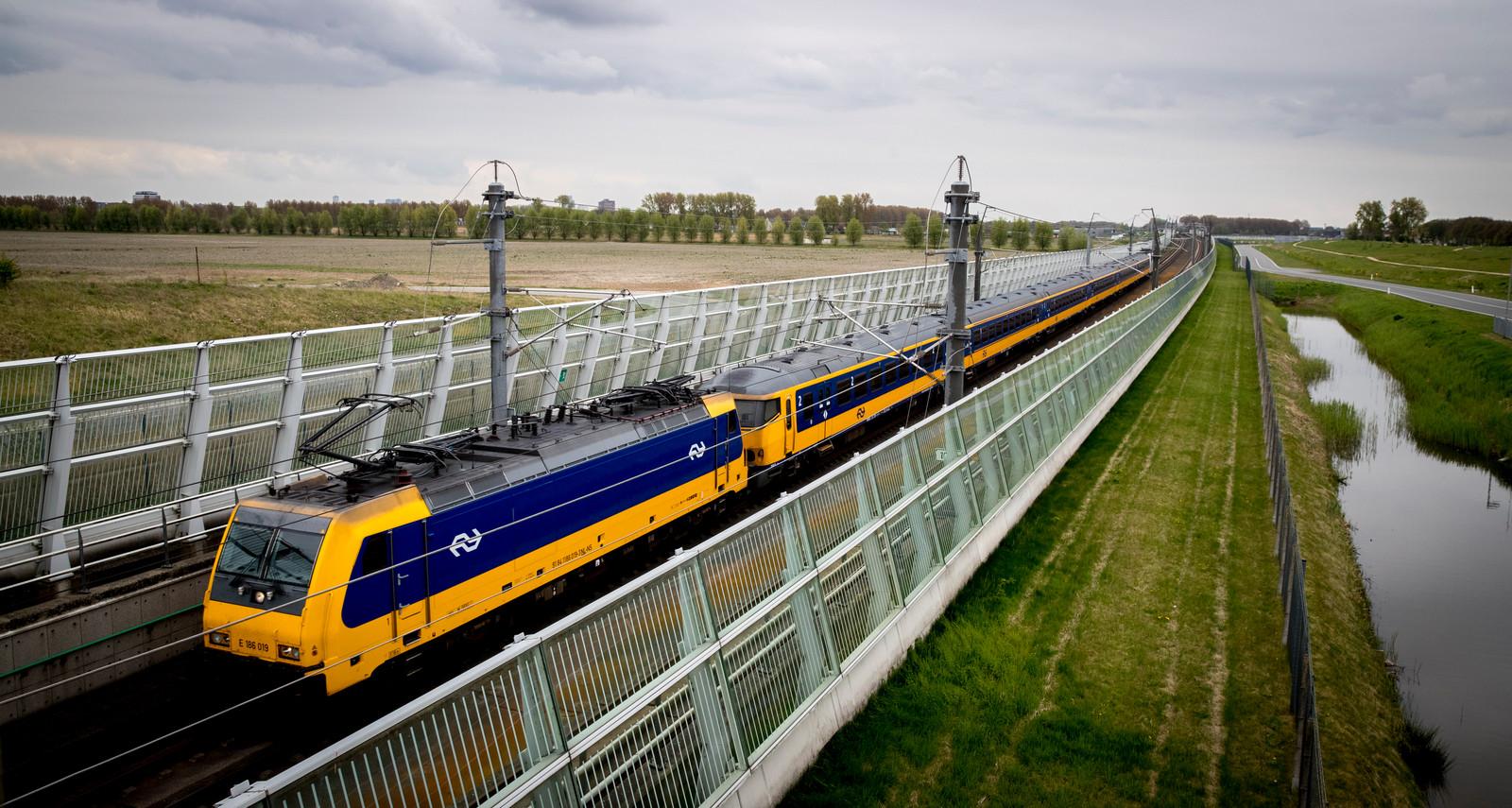 De IC Direct tussen Amsterdam en Rotterdam krijgt in de spits extra treinstellen.