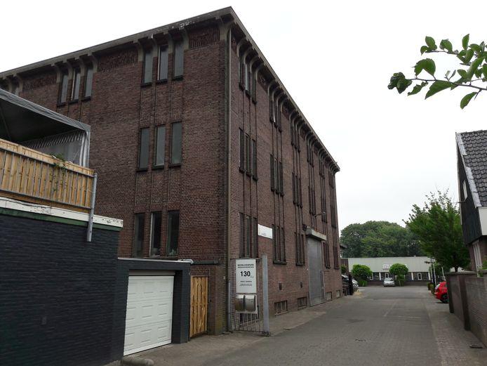 Het pakhuis, gezien vanaf de Broekhovenseweg.