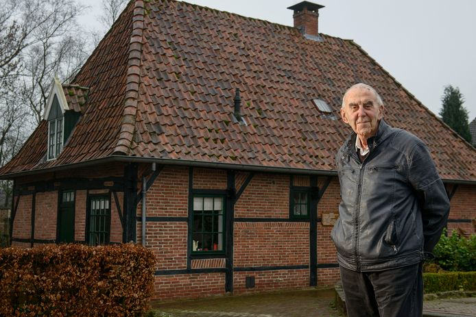 Nadat Henk Eweg in 1967 zijn intrek had genomen in het Molenhuisje werd zijn belangstelling gewekt voor de Commanderie en haar bewoners. In 2015 publiceerde hij een indrukwekkend naslagwerk over de geschiedenis van de Commanderie.