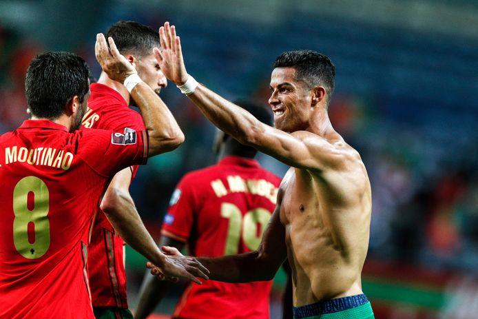 Cristiano Ronaldo viert zijn winnende goal.