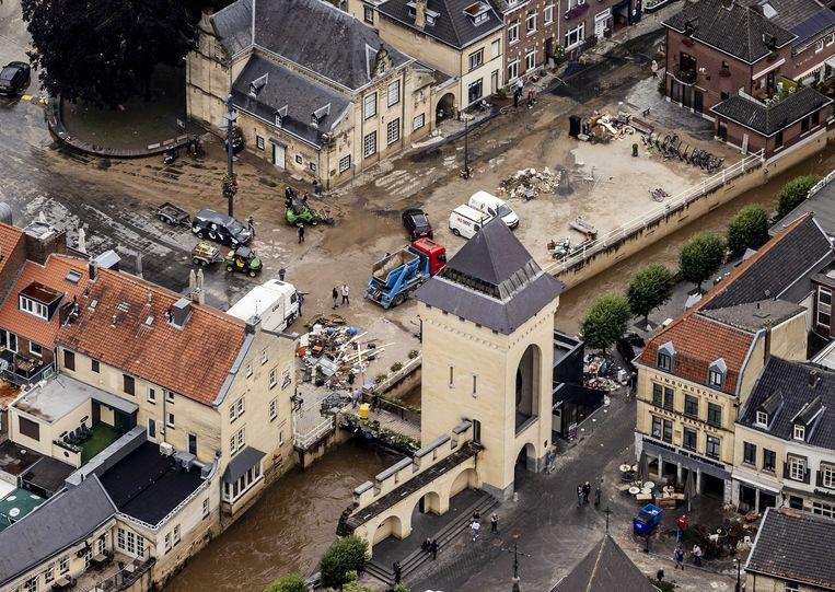 Waterschade in Valkenburg, met bovenin het Spaans Leenhof. Beeld ANP
