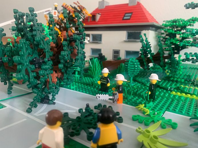 Brandweerman Evert de Graaf bouwde het incident in Leersum na in Lego.