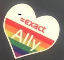 De sticker van Exact ter bevordering van de acceptatie van LHBTI'ers.