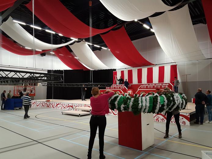 Voorbereiding carnavalsfeest in Renkum