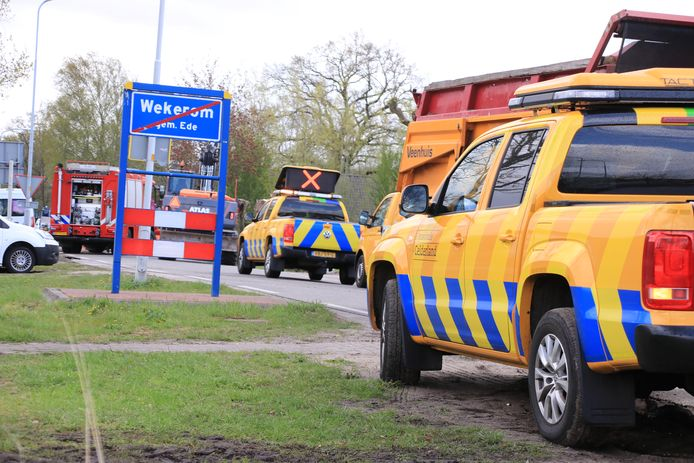 De Otterloseweg was vijf uur dicht door de gaslekken in Wekerom.