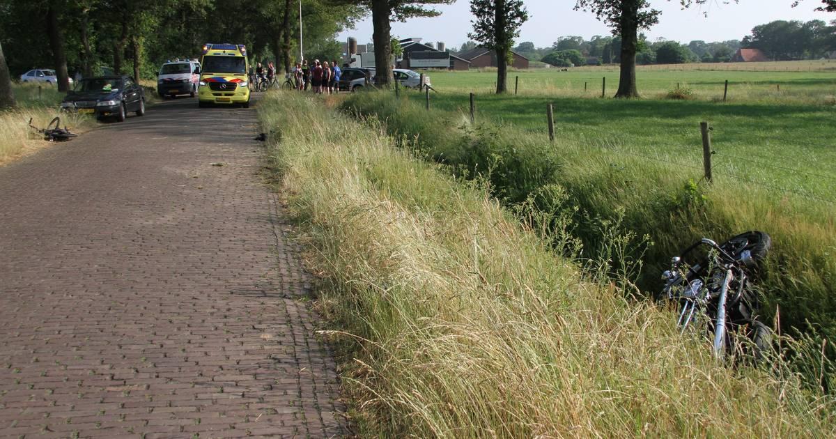 Motorrijder en bromfietser gewond bij aanrijding in Markelo.