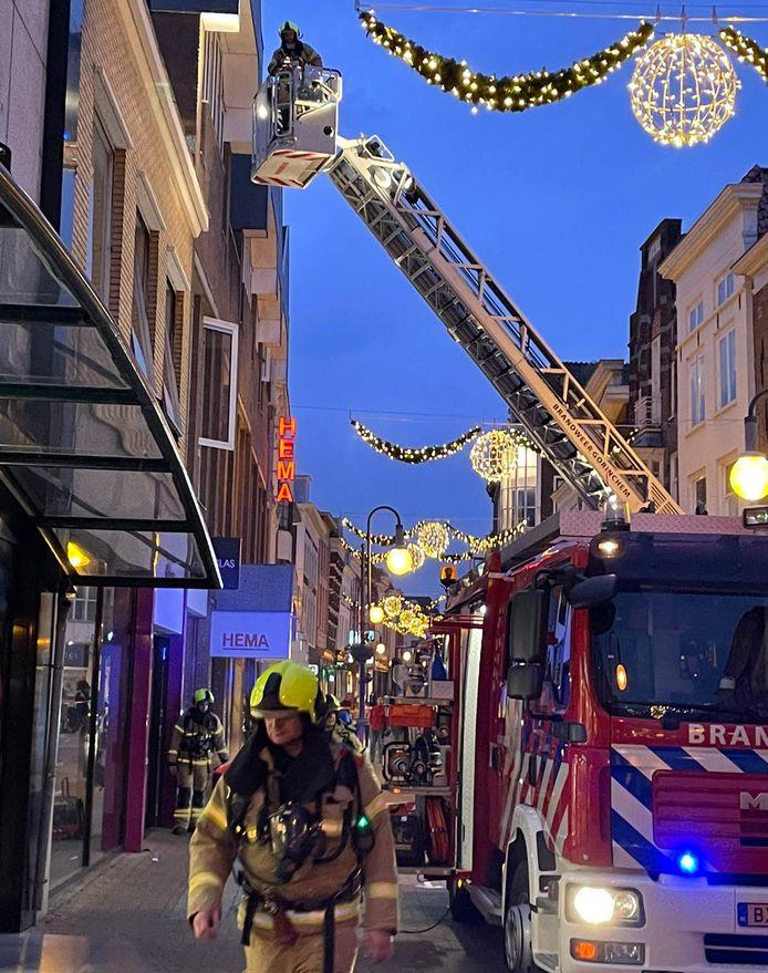 Brandweermensen rukten met meerdere voertuigen uit naar de Gasthuisstraat.