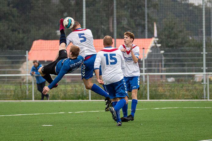 SC Rijssen (witte shirts) blijft onder leiding staan van Michel Luberti.