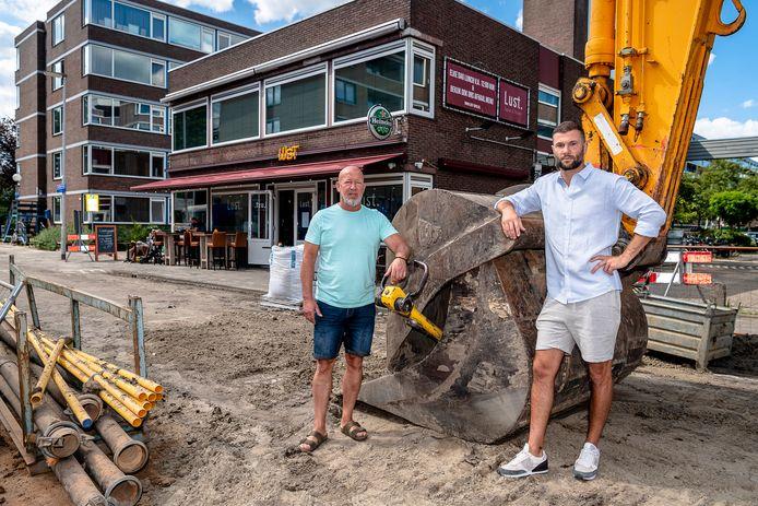 Brian Oostrum (links) en zoon Melvin van restaurant Lust in het Lage Land. 'Het zou 2 weken duren, maar dat wordt misschien wel 3 maanden'.