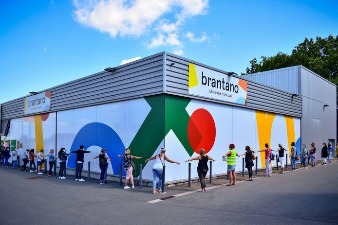 Werknemers van Brantano, onderdeel van de failliete modegroep FNG, demonstreren in augustus 2020 in Namen. Archiefbeeld.