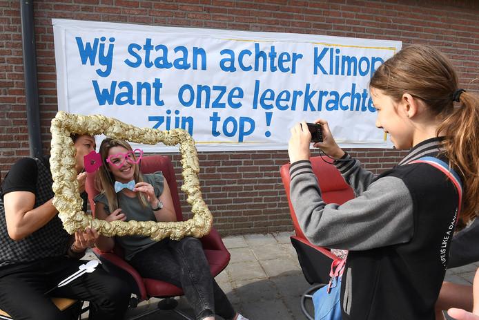 Juni 2017: steun voor leerkrachten van de school in Rijkevoort tijdens een eerste actie dat jaar tegen het groeiende lerarentekort in het basisonderwijs.